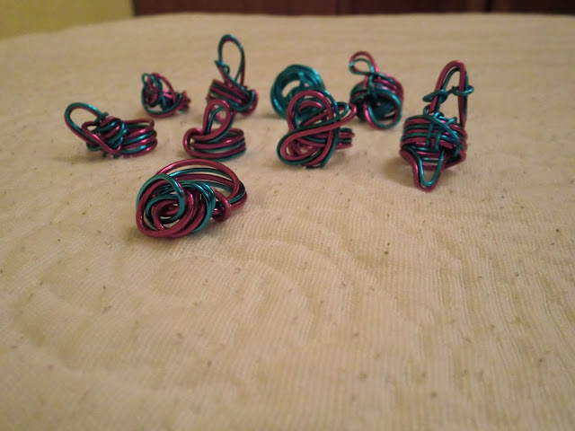 Galeria completa de anillos de alambre a doble color