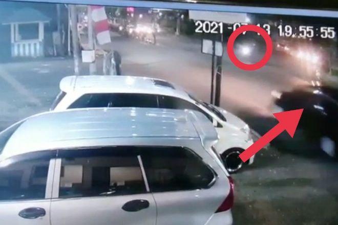 VIDEO: Detik-Detik Pemotor di Bone Ditabrak Mobil Hingga Terlempar ke Got