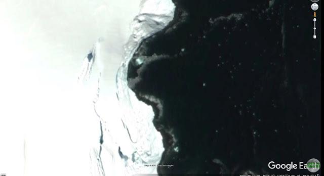 Screenshot of the silver metallic UFO in Antarctica.
