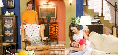 As Aventuras de Poliana CAPÍTULOS DE 7 A 11/10: Luca invade a casa de Mirela e desperta ciúme em Vini