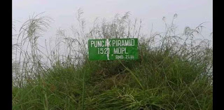Puncak Piramid