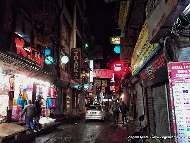 Thamel no agito noturno de Kathmandu