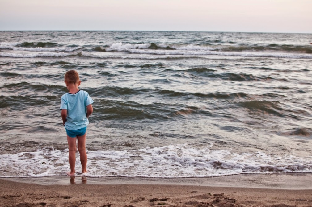 wakacje z dzieckiem, zabawy na plaży, gry i zabawy dla dzieci, wakacje nad morzem, podróże z dzieckiem, globtroterek