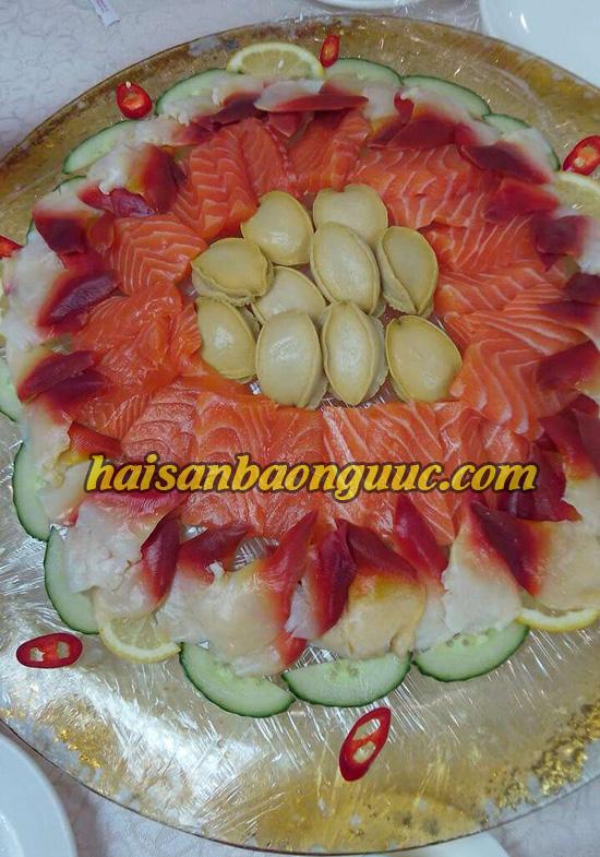 dùng Món bào ngư cùng sò đỏ và cá sống