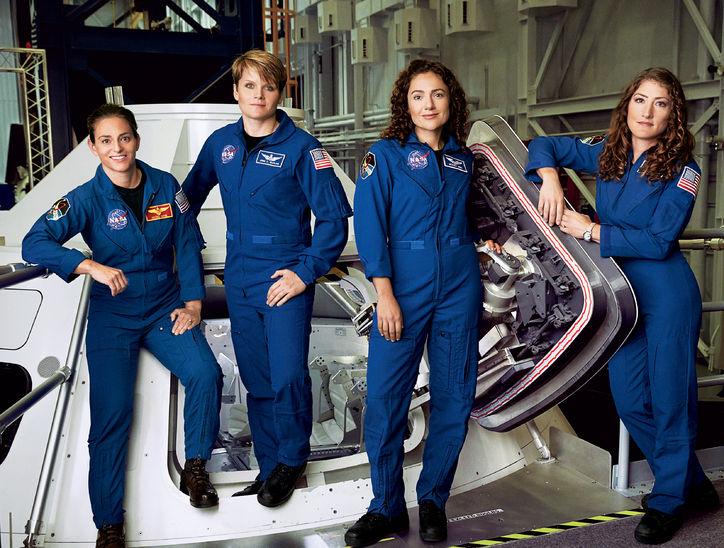 Hasil gambar untuk astronot wanita nasa