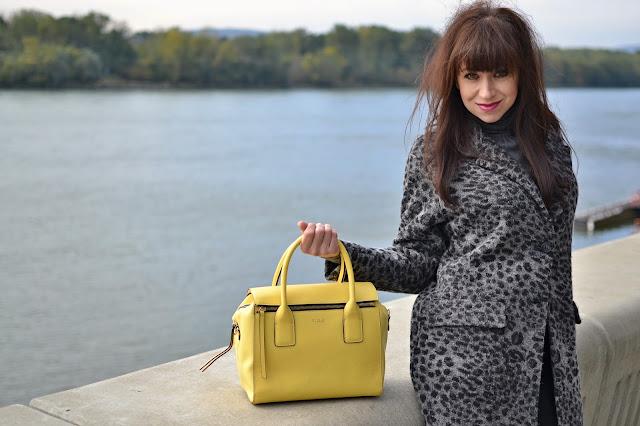 AKO NOSIŤ ZVIERACÍ MOTÍV_Katharine-fashion is beautiful_Kabát so zvieracím motívom_Žlté pančuchy_Katarína Jakubčová_Fashion blogger
