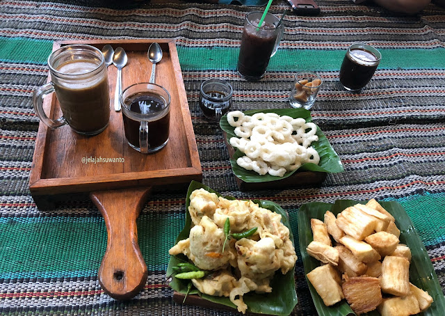 Menu pilihan Wedangan & Camilan di Kedai & Produksi Kopi Menoreh Pak Rohmat ©JelajahSuwanto