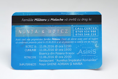Verso Invitatii nunta si botez haioase card bancar albastru cu detalii despre eveniment