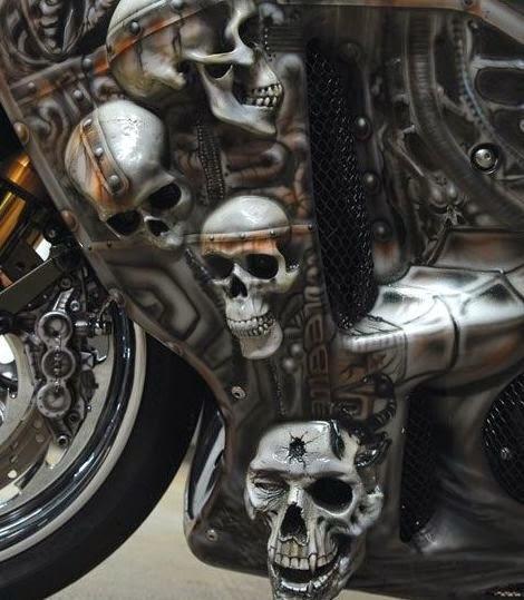 Черепа на мотоцикле
