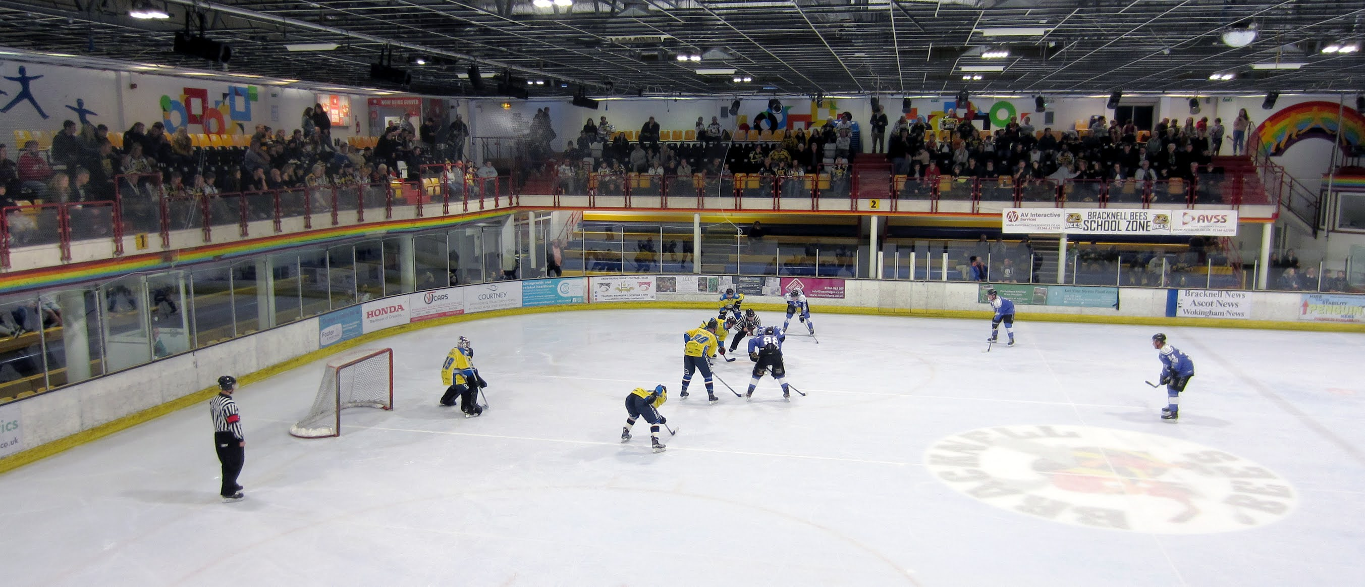 Face off in the game between Bracknell Bees and Leeds Chiefs