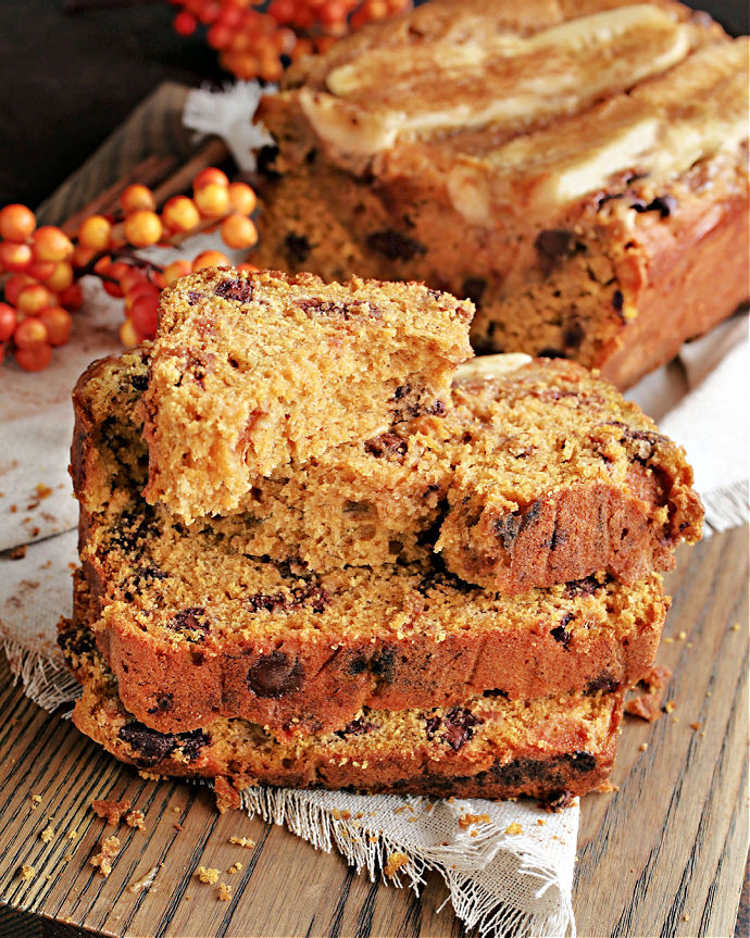 Recipe for a sweet loaf cake flavored with pumpkin puree, fresh bananas and filled with chocolate chips.