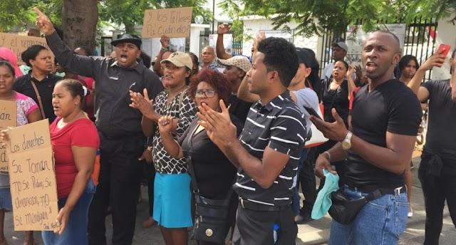 Protestan en Santiago por falta butacas