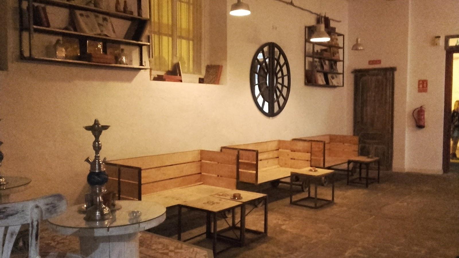 SPAZIO-NOI: ANTICUARIO, un local lleno de detalles.Café, copas ...