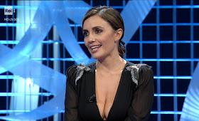 Serena Rossi abbigliamento foto