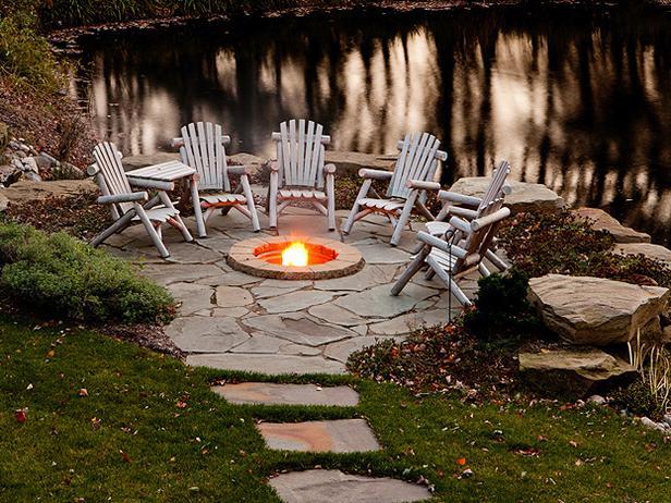 Gradina pe marginea lacului, amenajare gradina rustica, constructie lac cu pesti, foc de tabara in gradina pavaj natural