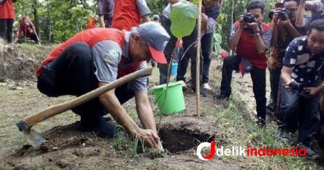 """Gubernur Jateng Lakukan Gerakan Tanam Pohon """"1 Warga 10 Pohon"""""""