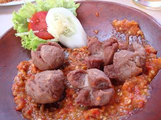 Makanan Khas Indonesia Bakso penyet
