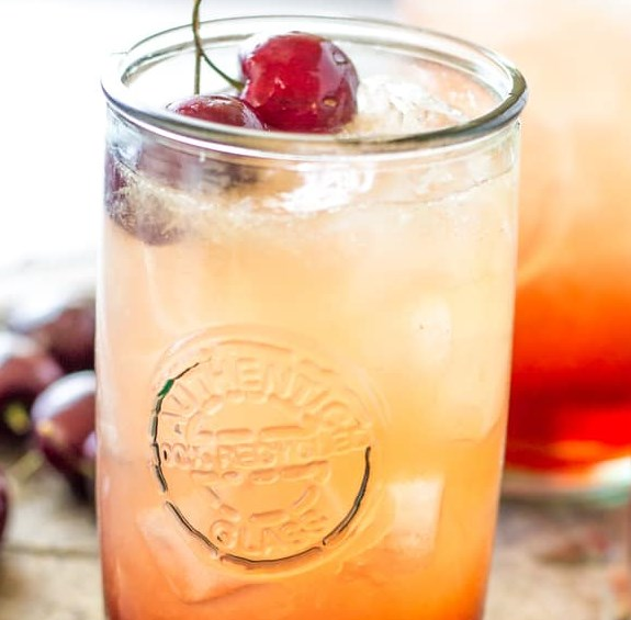 CHERRY AMARETTO LIMEADE #drinks #cocktails