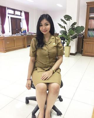 PNS Seksi pamer PAha Intip celana dalam rok
