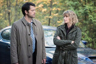 "Misha Collins as Castiel and Samantha Smith as Mary Winchester in Supernatural 12x09 ""First Blood"""