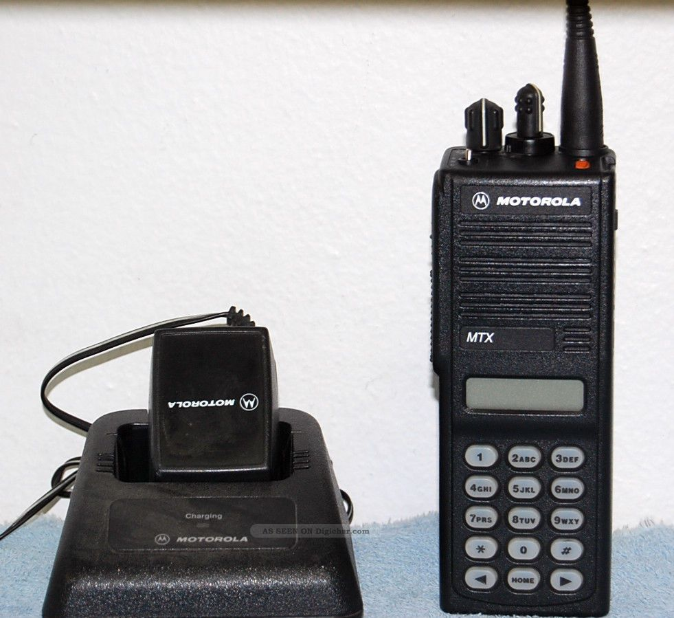 Motorola MTX Series - Models B5 and B7 Privacy Plus Portable Radios Operating  Instructions - mtx9000-user-manual.pdf
