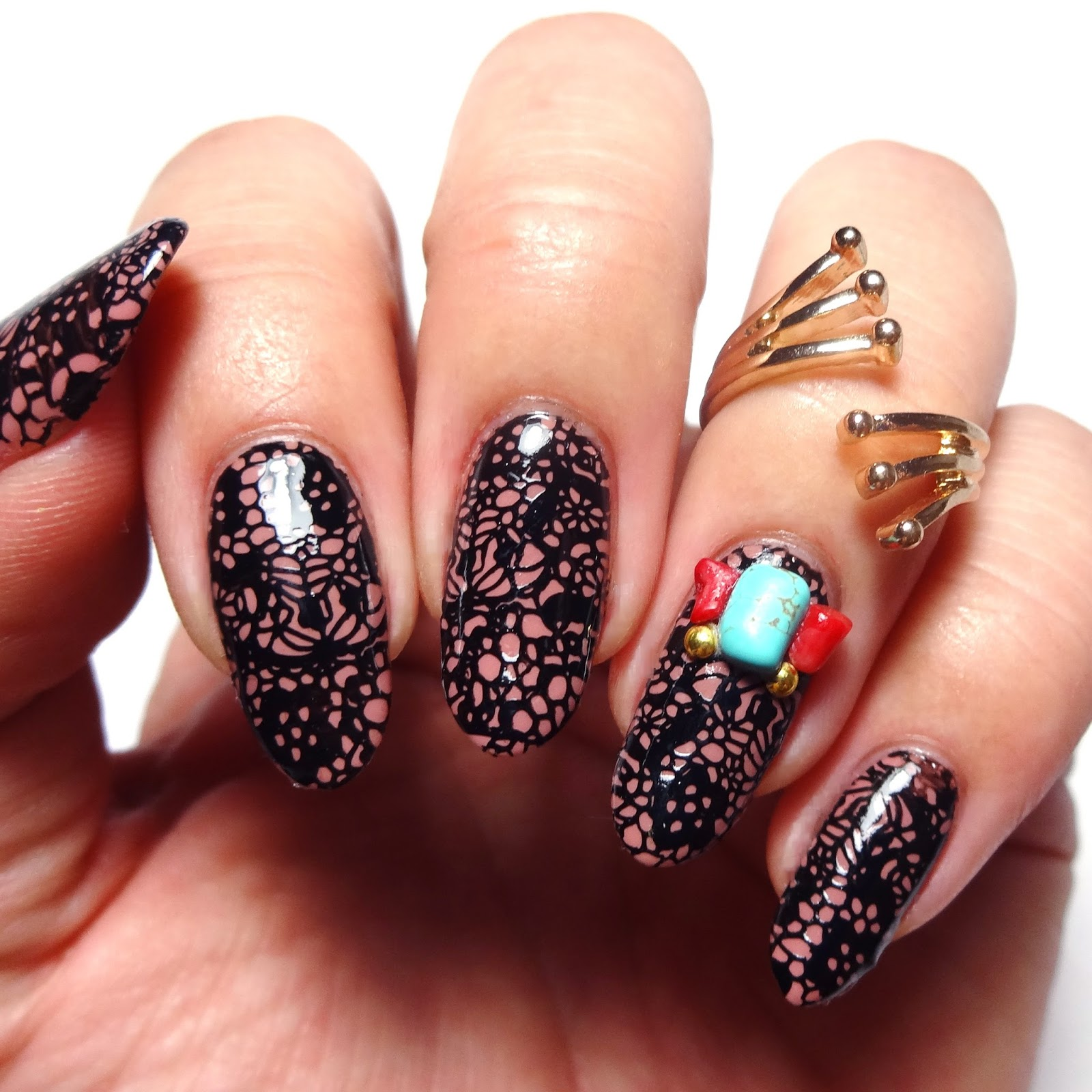 40 Great Nail Art Ideas, Love: Lace and Love Letters