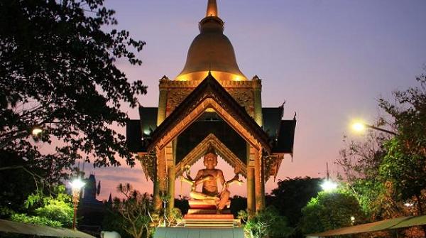 tempat wisata di Surabaya Patung Budha Empat Rupa