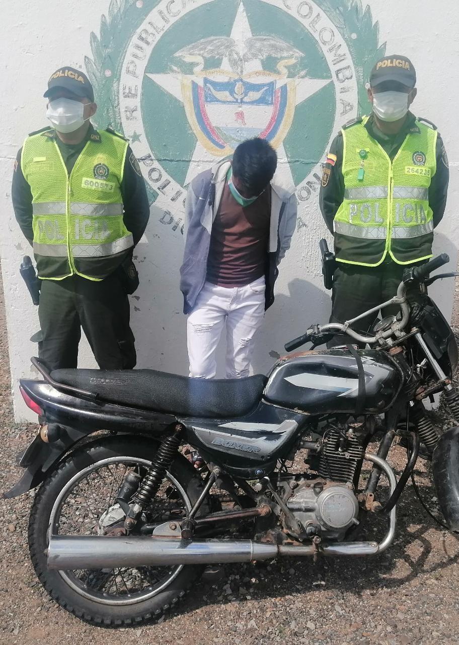 hoyennoticia.com, Cayó en 'Cuatro Vías' con una moto robada