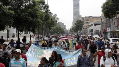 Maestros protestan contra la reforma educativa en la Ciudad de México (capital), 14 de julio de 2016.