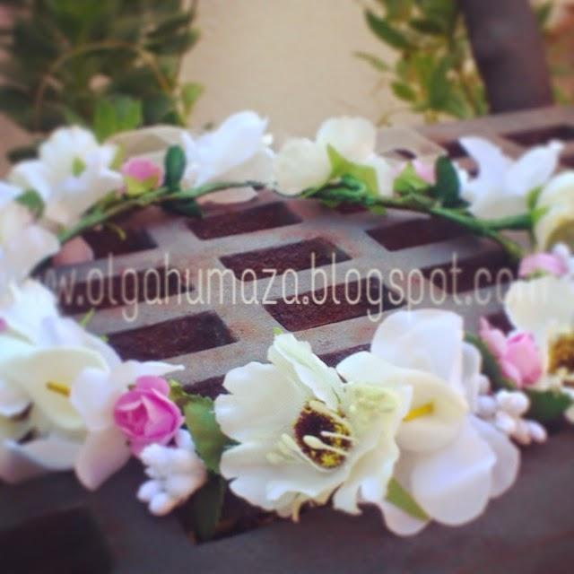 http://olgahumaza.blogspot.com.es/2015/03/d26-tocado-corona-flores-marfil-crudo-y.html