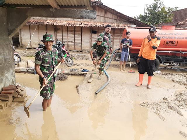 Danramil 10 Guntur Pimpim Karya Bakti Pasca Banjir Di Desa Trimulyo