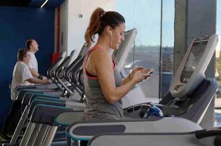 Manfaat gym / angkat beban bagi perempuan
