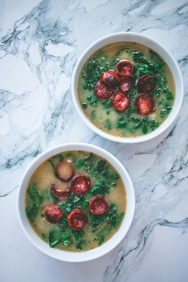 zupa z ziemniakami i jarmużem