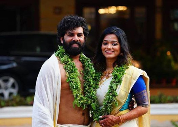 Malayalam actor Sunny Wayne enters marital bliss with Renjini at Guruvayoor temple, Guruvayoor Temple, News, Marriage, Religion, Actor, Cinema, Entertainment, Kerala
