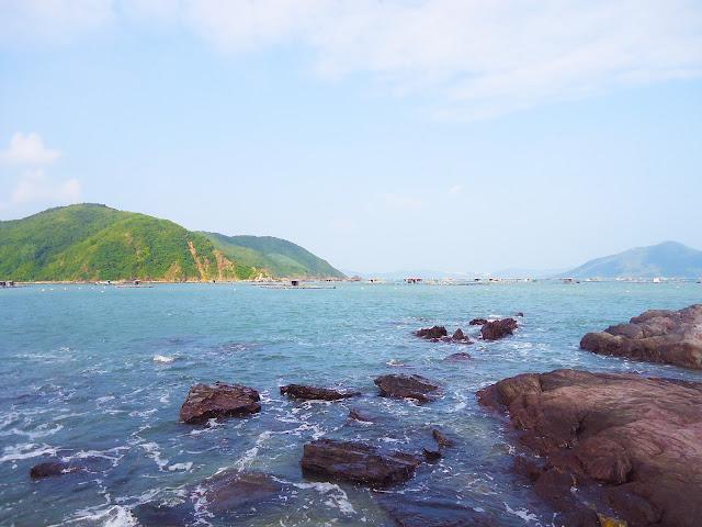 Khung cảnh Vịnh Xuân Đài nhìn từ trên đảo