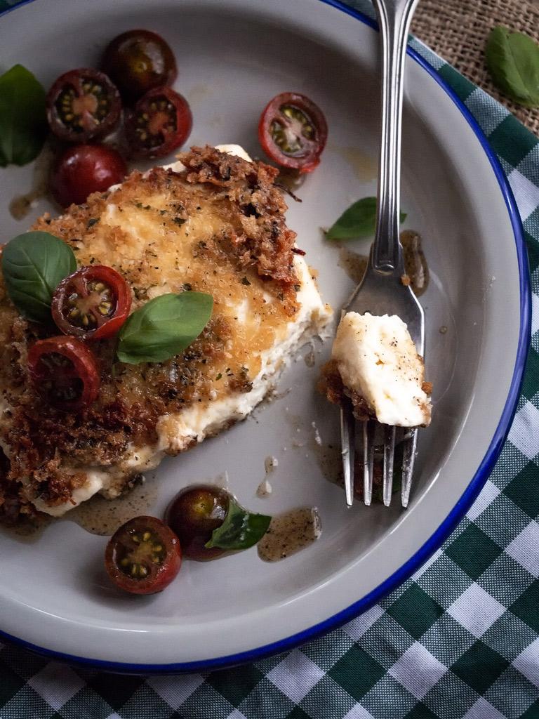 queso-feta-empanado-con-aliño-de-pimienta-y-miel