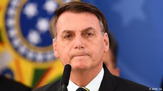 Bolsonaro assina MP que livra agente público de punição no combate ao coronavírus
