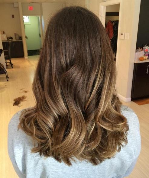 Es increíble lo que puede hacer la cantidad correcta de textura ligera para cabellos naturalmente finos. Este peinado es un ejemplo de la perfecta unión