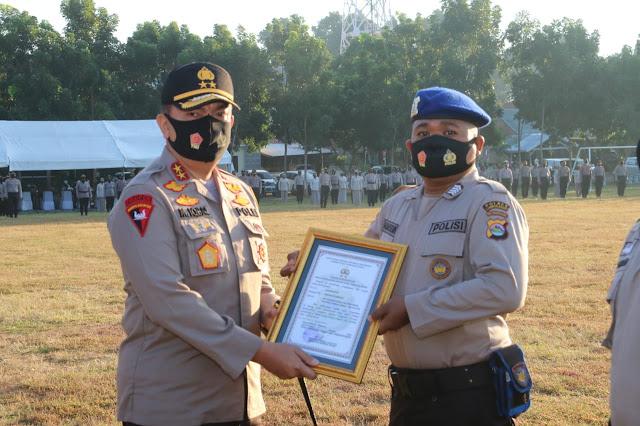 Personel Pol Airud Terima Penghargaan Kapolda NTB