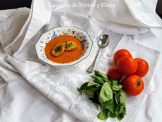 Crema de tomate asado y albahaca