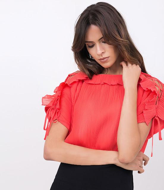 Moda feminina Blusa Plissada com Detalhes Vazados
