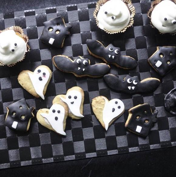galetas con forma de casa, de murciélago y unos corazones con unos fantasmas