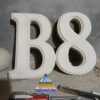 Nomor rumah dibuat dari batu alam jogja