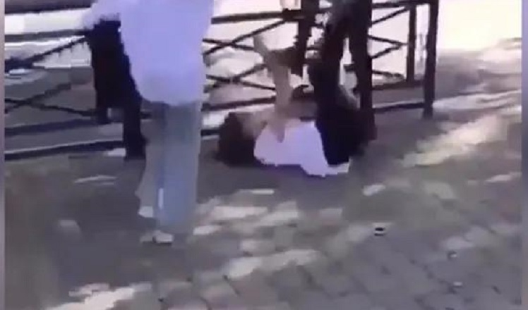 """VIDÉO : Agression d'une adolescente filmée devant un collège à Reims """"le suspect a été interpellé"""""""