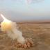 """Irán lanza """"por primera vez en el mundo"""" misiles balísticos """"desde las profundidades de la tierra"""" y bombardea una isla durante ejercicios"""