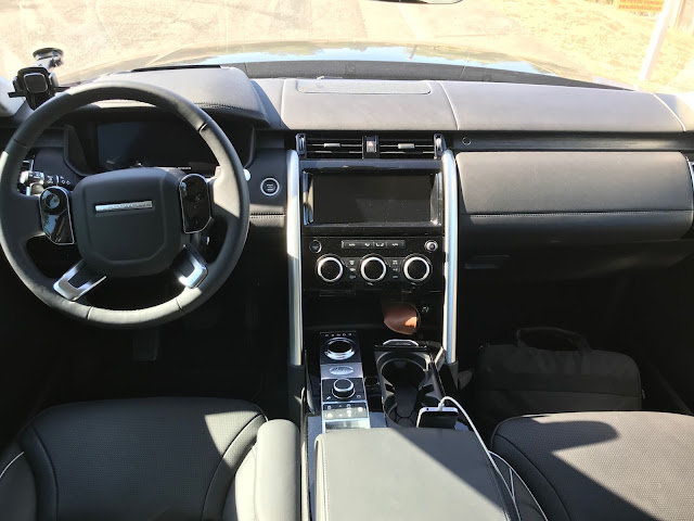 Instrument panel in 2019 Land Rover Discovery HSE