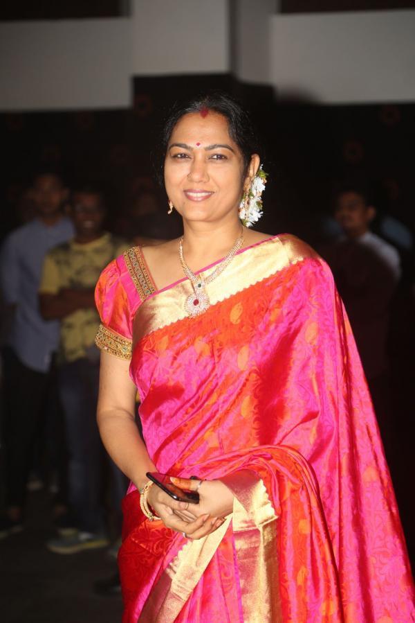 Beautiful Telugu Actress Hema Photos In Orange Saree