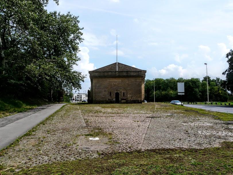 Porte de sarrelouis thionville moselle la lorraine for Piscine thionville