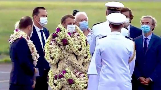 Macron ve çiçekleri