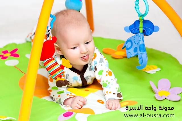 ألعاب الطفل في الشهر الثالث